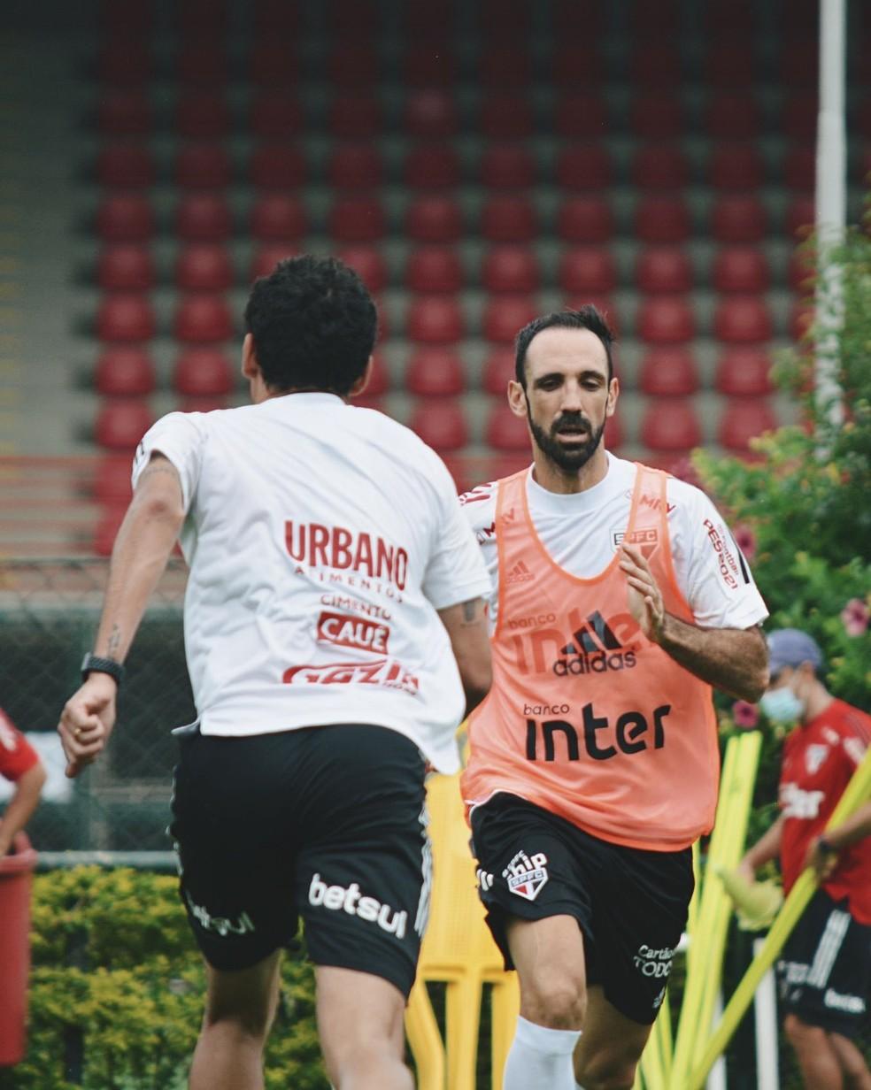 Juanfran no treino desta quarta — Foto: Reprodução/Twitter