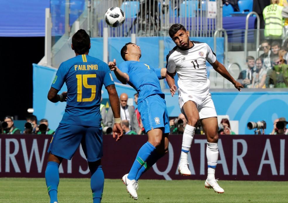 Tite mexe na posição de Paulinho para ajeitar meio criativo da Seleção (Foto: Henry Romero/Reuters)