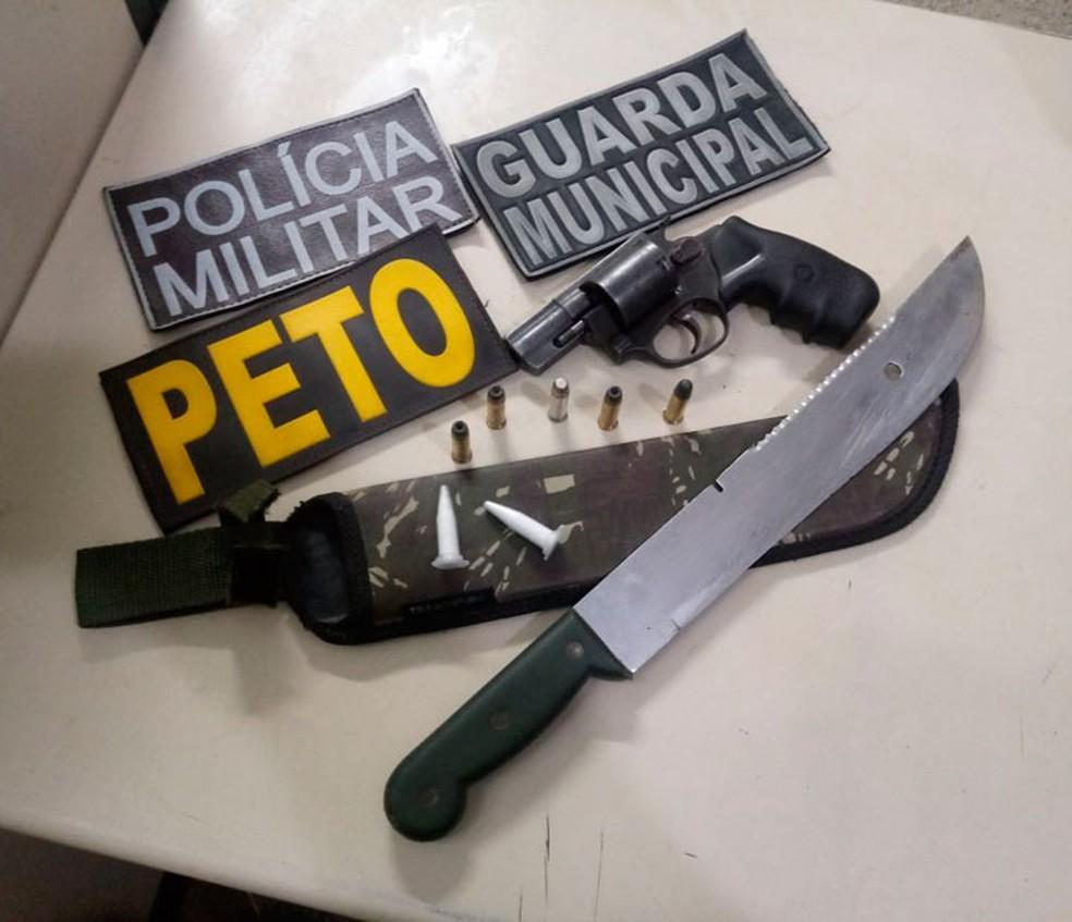 Polícia disse ter achado arma e drogas com suspeitos (Foto: Divulgação/SSP-BA)