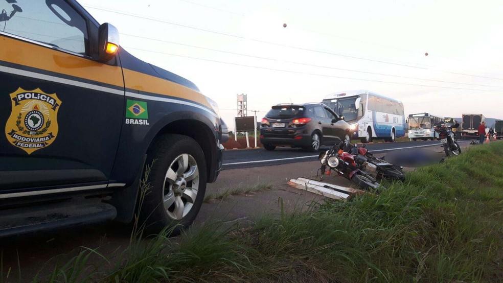 Irmãos conduziam motocicletas envolvidas no acidente ocorrido na manhã desta quinta em Guaíba (Foto: Divulgação/PRF)