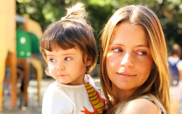 949d0a748 Vitória Frate e a filha