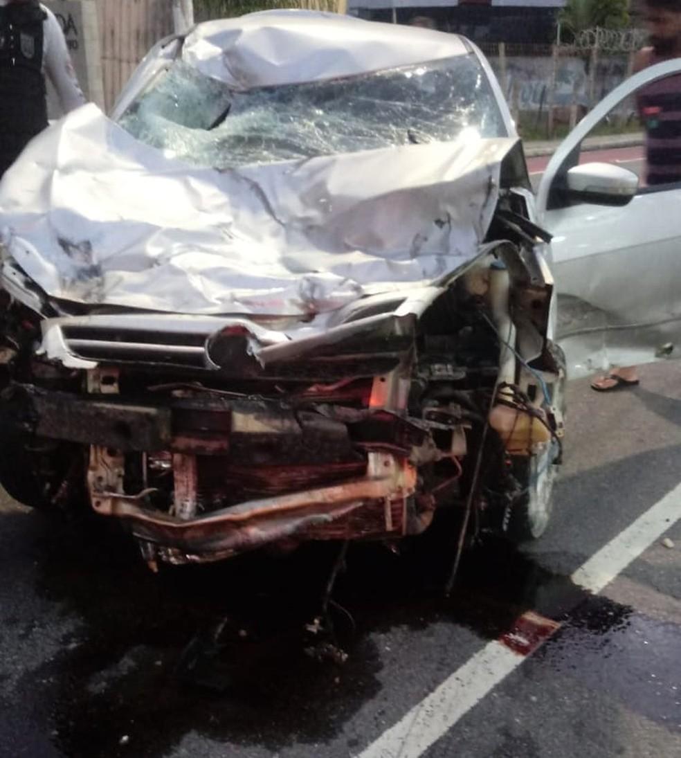 De acordo com informações da equipe de atendimento dos Bombeiros, o motorista não chegou a ser socorrido pois fugiu do local — Foto: Foto: Reprodução/TV Cabo Branco