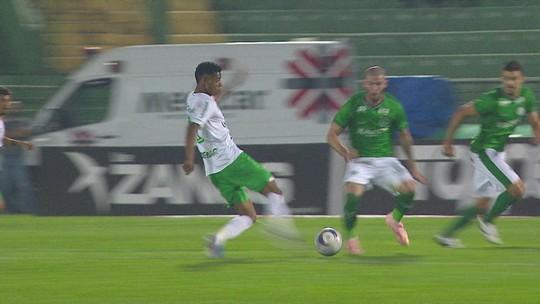 Fonseca aponta dificuldade pelos lados do campo para explicar mais uma derrota do Guarani na Série B