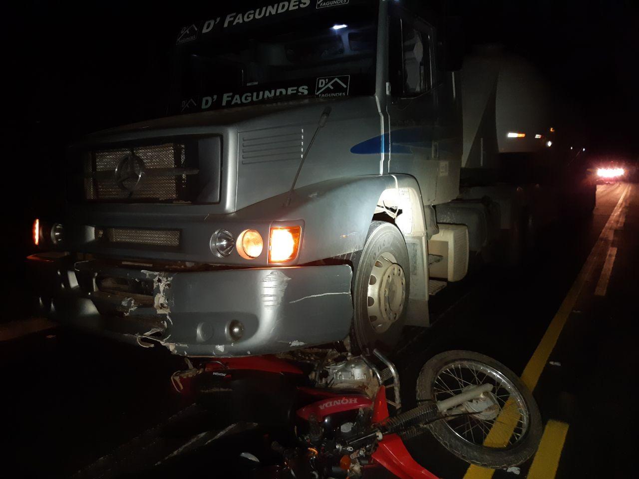 Motociclista morre em acidente com caminhão em Adrianópolis, na BR-476