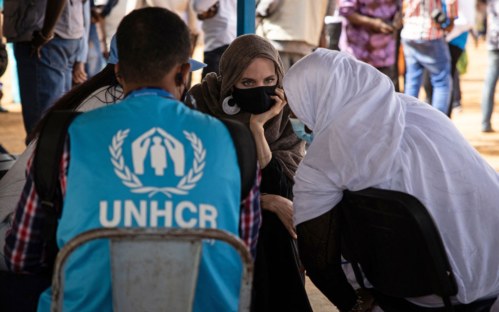 Angelina Jolie visita refugiados do Mali em Burkina Faso