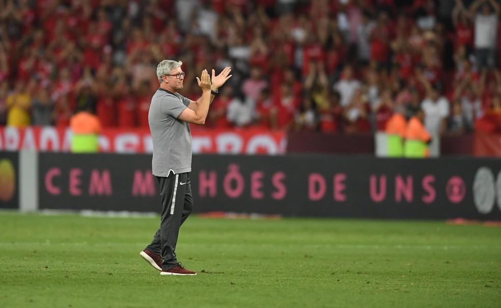 """Satisfeito por ano, Odair fala em """"missão cumprida"""" pelo Inter com vaga para Libertadores"""