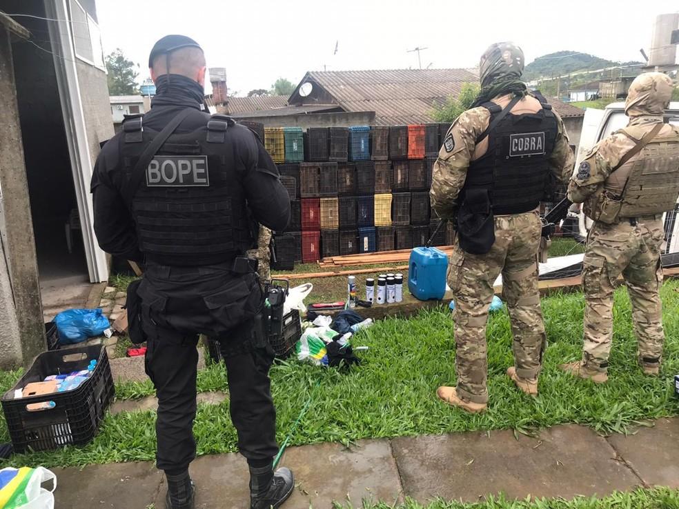 Bope encontra local usado como transição para fuga após assalto a baco em Criciúma — Foto: PMSC/ Divulgação