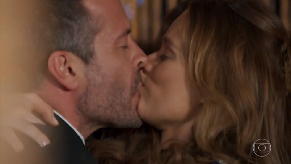 Apolo (Malvino Salvador) e Tancinha (Mariana Ximenes) se reconciliam - 'Haja Coração' — Foto: Globo