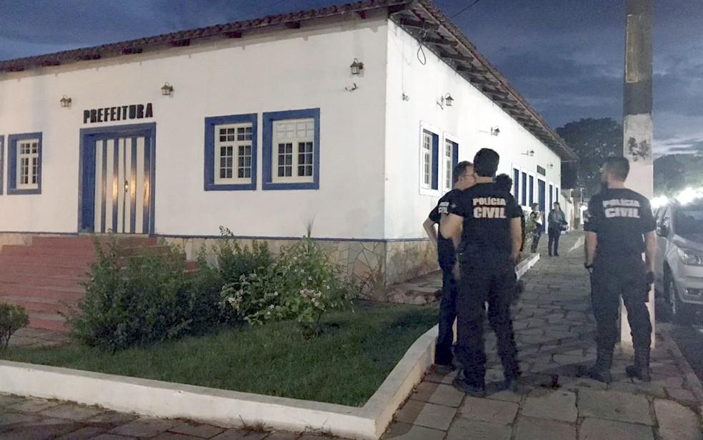 Ação contra fraude e desvio de dinheiro prende empresários, secretários e assessores da Prefeitura de Pirenópolis — Foto: Polícia Civil/Divulgação
