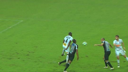 Casagrande usa polêmico pênalti em Ronaldo, em 2010, ao falar de lance contra o Corinthians