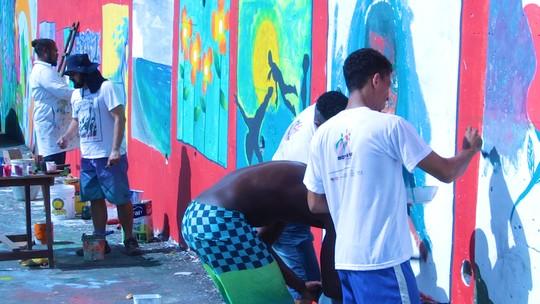 Projeto incentiva jovens a cuidar da comunidade através da arte
