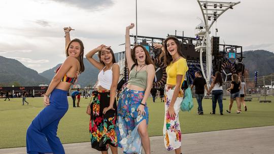 'Festeja Brasil': veja o estilo do público que curte o festival sertanejo