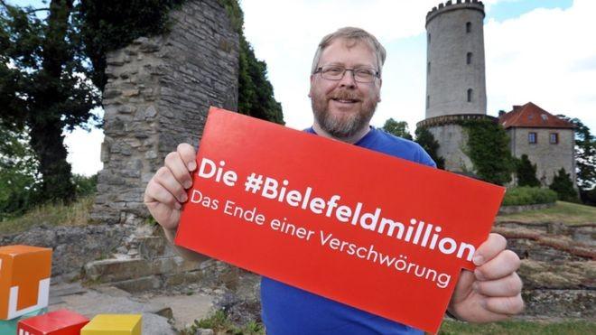 Achim Held, responsável pela 'teoria conspiratória' de que Bielenfeld não existe, foi recrutado para campanha de marketing da cidade (Foto: BIELEFELD-MARKETING.DE)