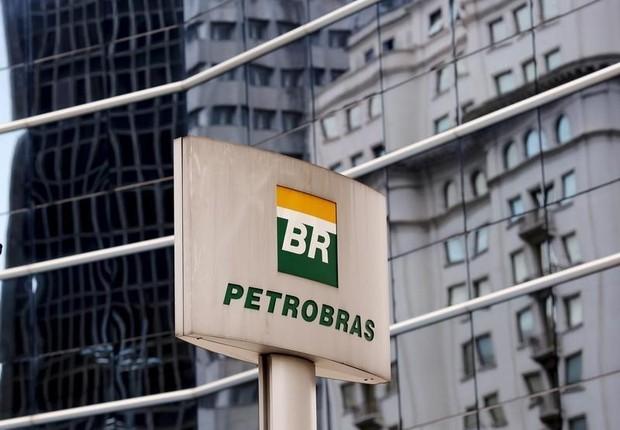 Logo da Petrobras em frente a prédio da empresa em São Paulo (Foto: REUTERS/Paulo Whitaker)