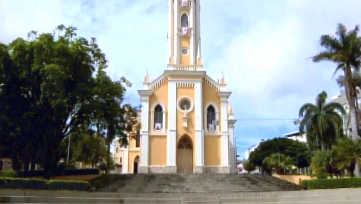 Decreto estende horário de funcionamento do comércio varejista e atacadista em Carmo do Cajuru