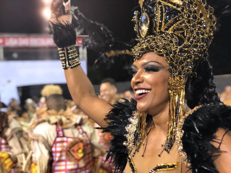 Simone Sampaio é a rainha da Dragões da Real (Foto: Cauê Fabiano/G1)