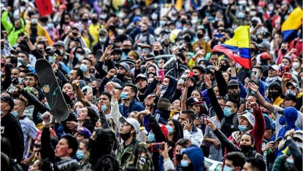 Os protestos na Colômbia foram massivos e se espalharam por muitas cidades e vilas do país — Foto: Getty Images/BBC
