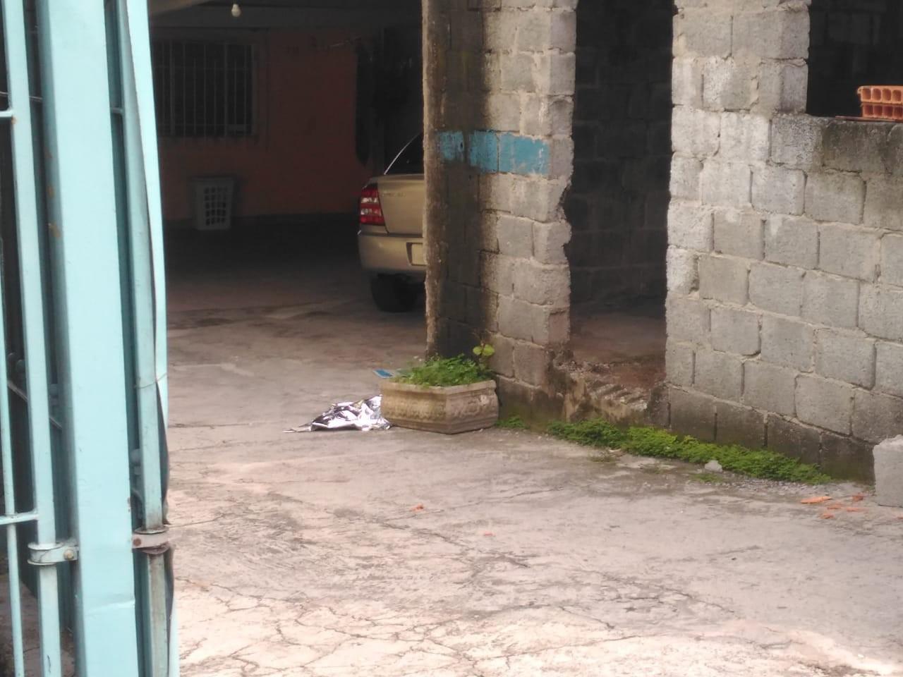 Corpo de bebê é retirado de túmulo e jogado em quintal de casa em Itaquaquecetuba, diz polícia - Noticias