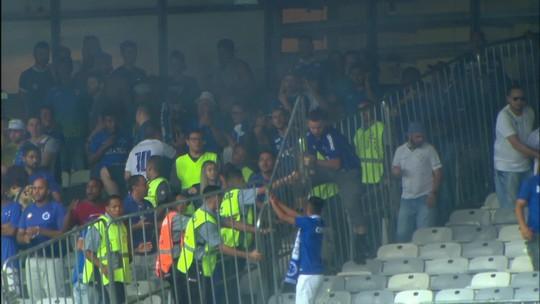 Em súmula, árbitro relata bombas, invasões e arremessos de latas e cadeiras pela torcida do Cruzeiro
