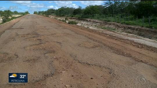 Buracos na PE 550, em Santa Maria da Boa Vista, têm gerado problemas a população