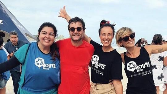 Famosos se mobilizam e 'abraçam' o oceano no Rio de Janeiro