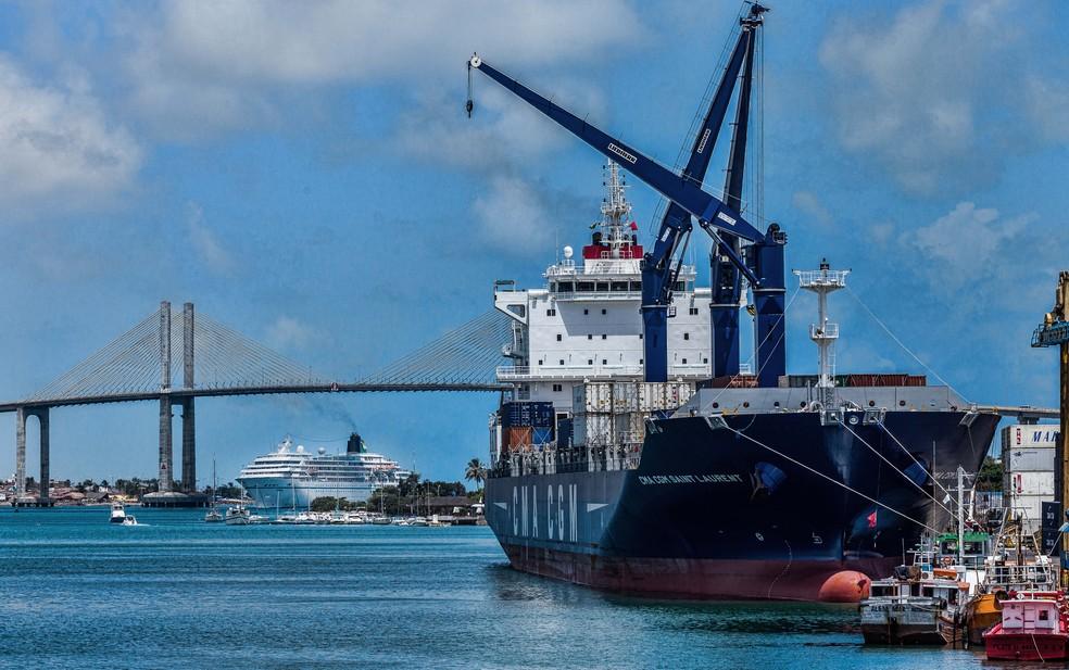 Navio Saint Laurent, da CMA-CGM atracado no porto de Natal. (Arquivo, 2016) — Foto: Carla Belke
