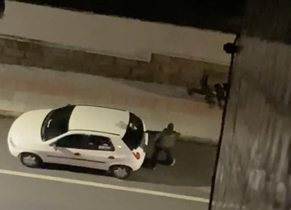 Delegado disparou da janela de apartamento durante assalto — Foto: Reprodução/Redes Sociais