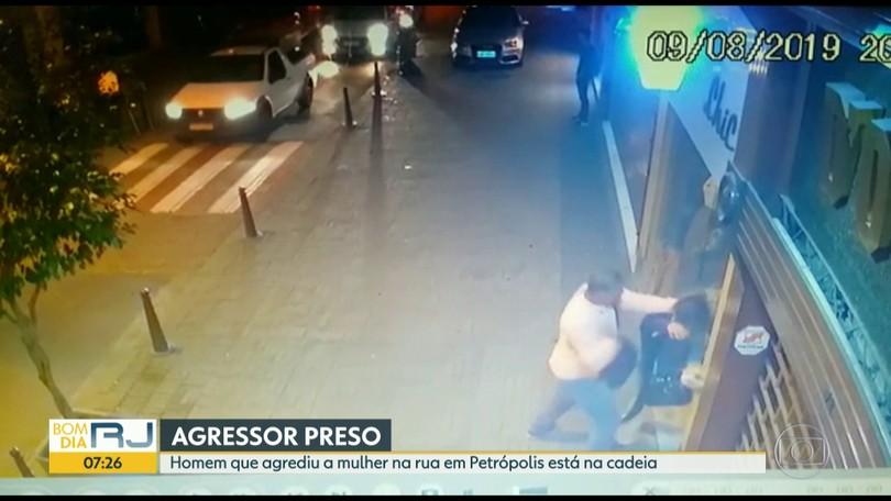 Resultado de imagem para Homem é morto a tiros após discussão em bar no interior da Bahia; PM é suspeito do crime