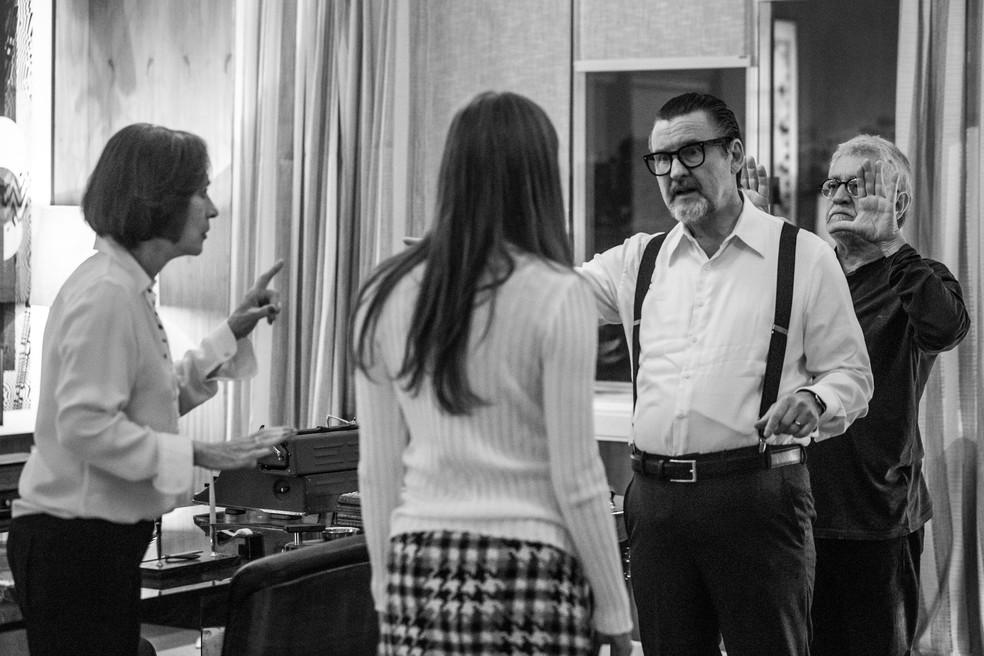 Sophie Chalotte, Natália do Vale e Antonio Calloni ensaiam antes de entrar em cena (Foto: Raphael Dias/Gshow)