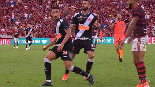 """Cuéllar se diverte com """"risadinha"""" para o Vasco de Gabigol, que diz: """"Os caras queriam me bater"""""""