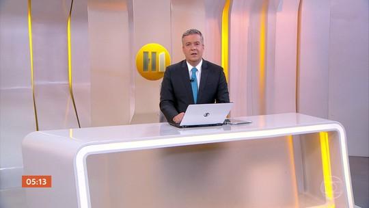 Presidente Jair Bolsonaro assina o pedido de desfiliação do PSL