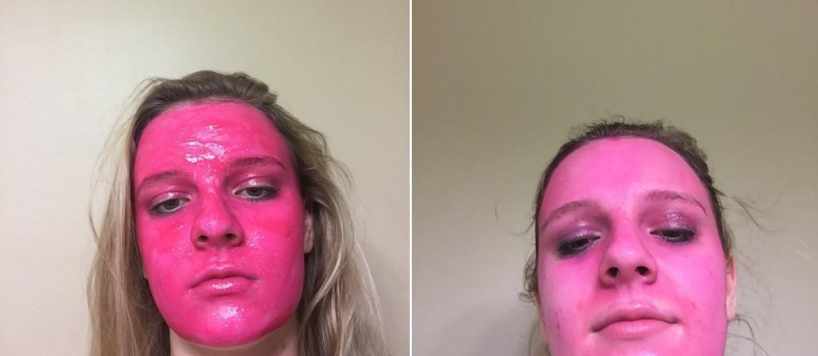 Leah com o rosto pintado de rosa