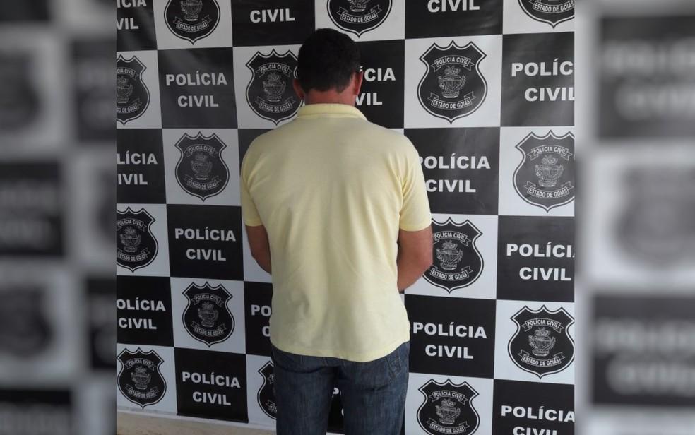 Mecânico é preso suspeito de estuprar as três filhas de 10, 13 e 15 anos, em Itaberaí (Foto: Polícia Civil/Divulgação)
