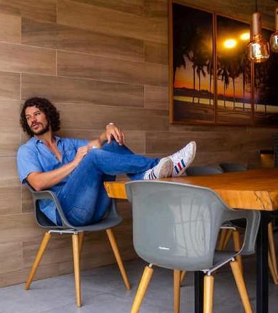 José Loreto em sua área gourmet reformada (Foto: Reprodução Instagram)