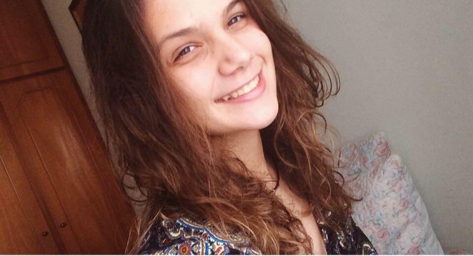 A carioca Luiza Mello, que vive em Foz do Iguaçu, ainda não sabe em quem vai votar em seu primeiro contato com a urna eletrônica