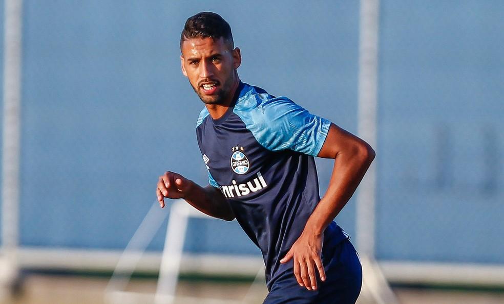 Michel deve ser improvisado na zaga  (Foto: Lucas Uebel / Grêmio, DVG)
