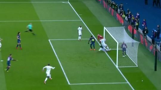 Que golaço! Neymar supera goleiro, dá chapéu em zagueiro e marca