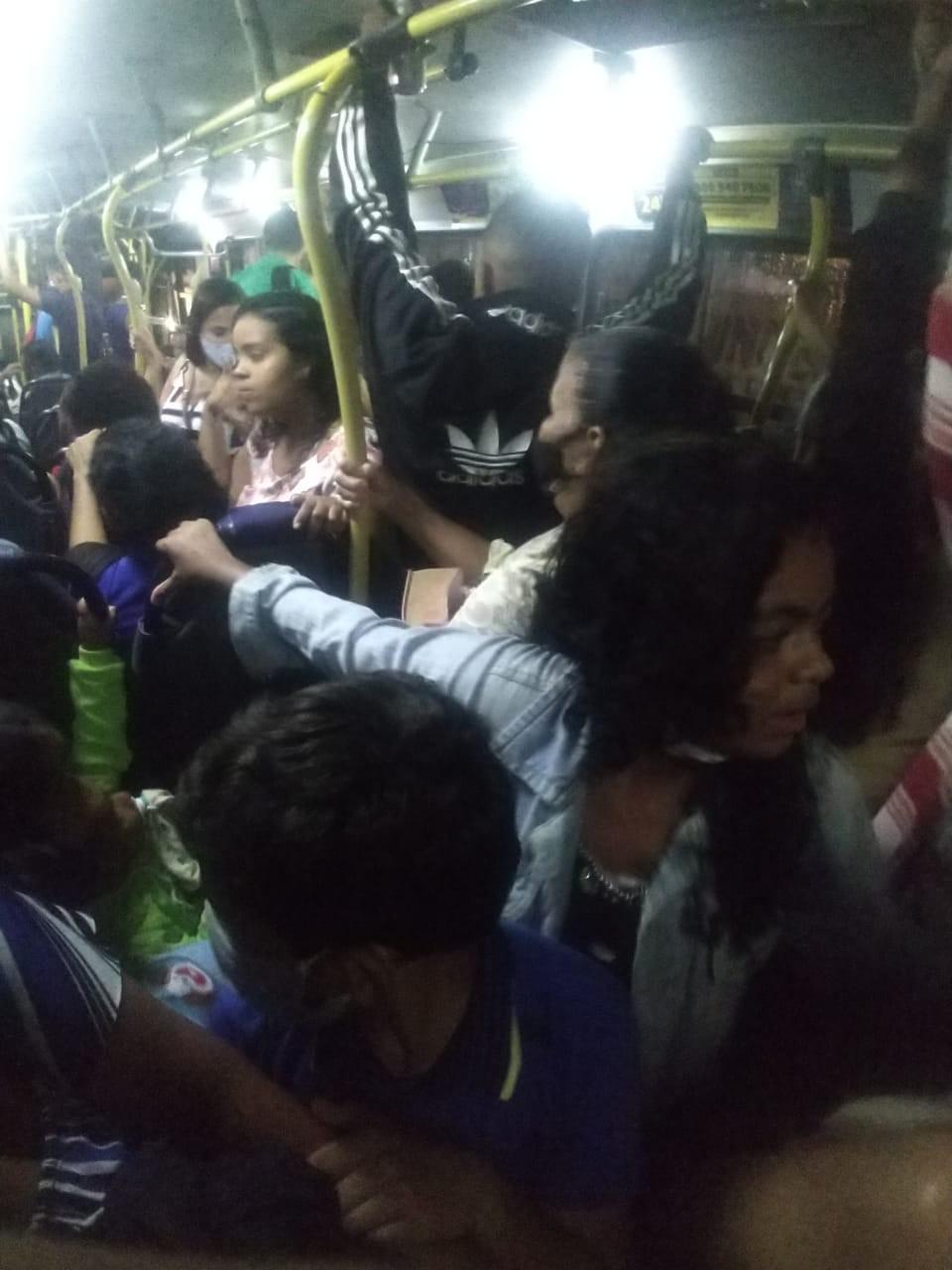 Passageiros denunciam falta de fiscalização das medidas do decreto de emergência nos ônibus do Benedito Bentes, em Maceió