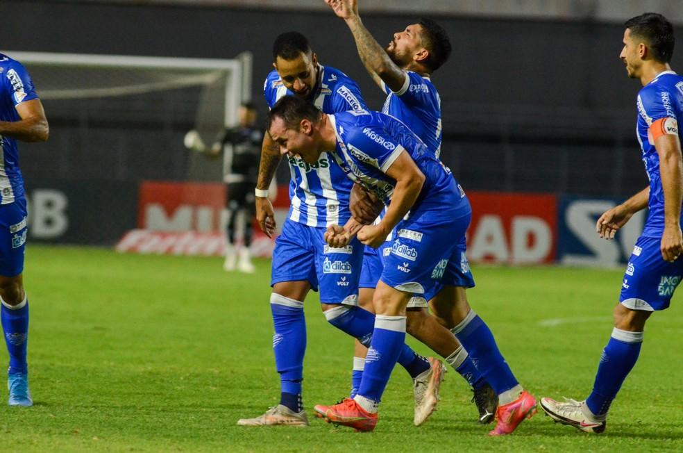 Cajá tem 20 jogos, dois gols e quatro assistências pelo CSA — Foto: Augusto Oliveira/CSA