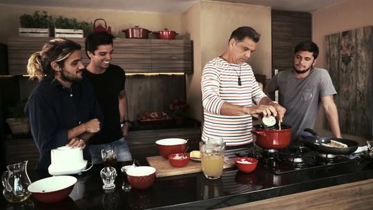 Para comemorar Dia dos Pais, família Simas prepara almoço especial