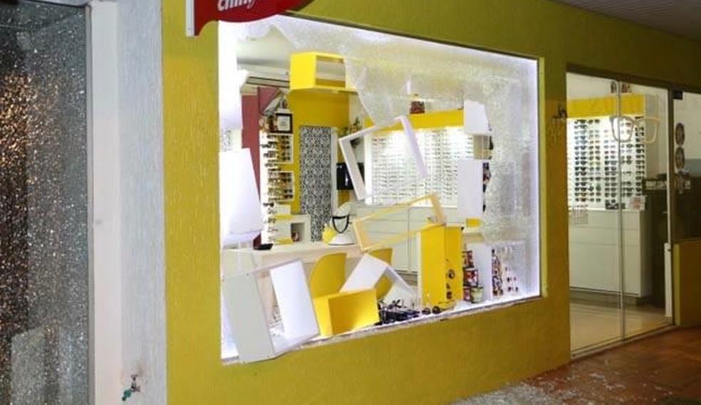 Lojas que estavam perto de bancos também foram alvo de bandidos nesta madrugada (7) â?? Foto: Polícia Civil/Divulgação