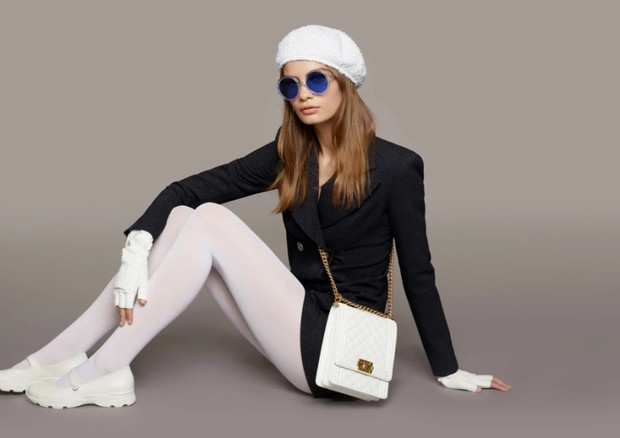 Óculos azul Chanel (Foto: Divulgação)
