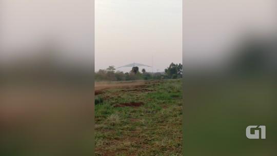 Vídeo mostra queda de asa delta motorizada com blogueira em Bonito, MS