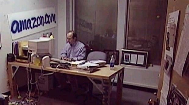 Primeiro escritório da Amazon, na década de 1990 (Foto: Divulgação )