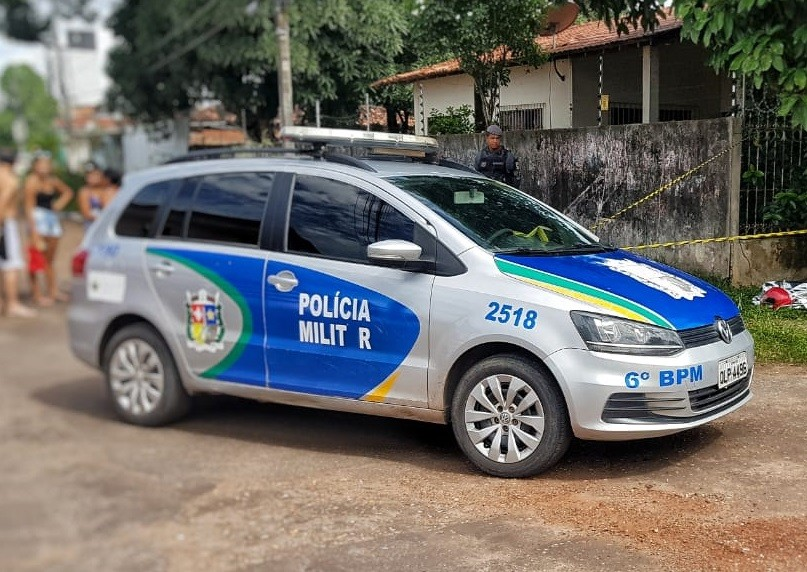 Motoqueiro é morto em esquina no Centro de Macapá e criminosos fogem de carro