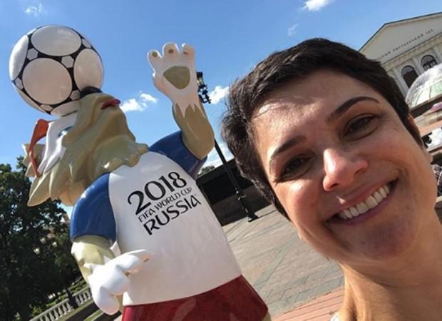 Sandra Annenberg e o mascote da Copa 2018 (Foto: Reprodução/Instagram)