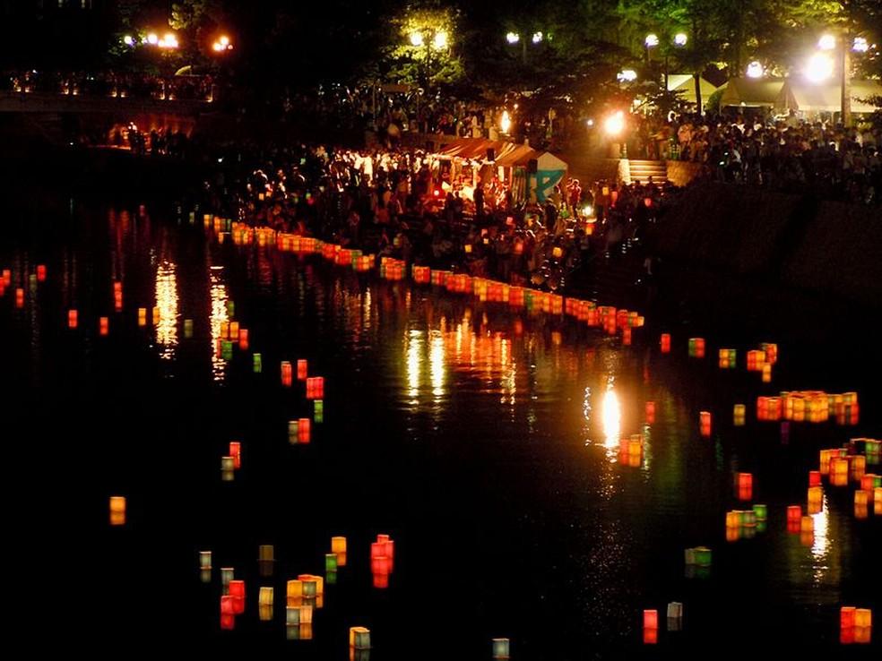 Tooro Nagashi em Hiroshima, no Japão, em imagem de arquivo — Foto: Warabi Hatogaya/Wikimedia Commons