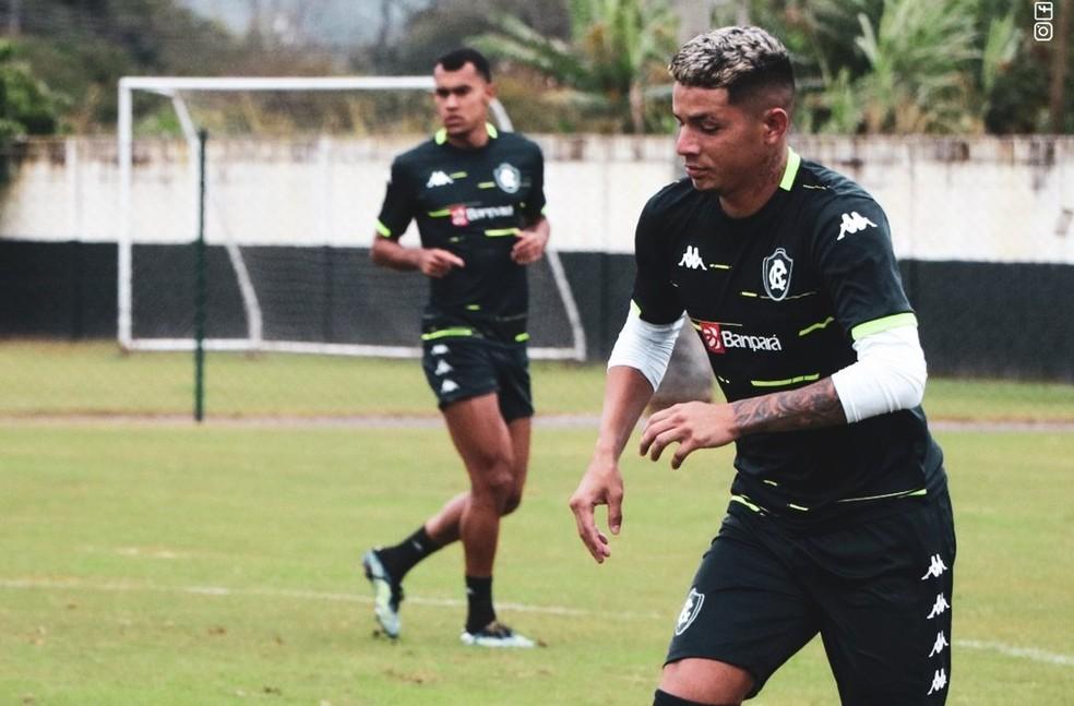 Kevem e Romércio devem fazer dupla de zaga do Remo contra o Avaí — Foto: Sandro Galtran/Ascom Remo