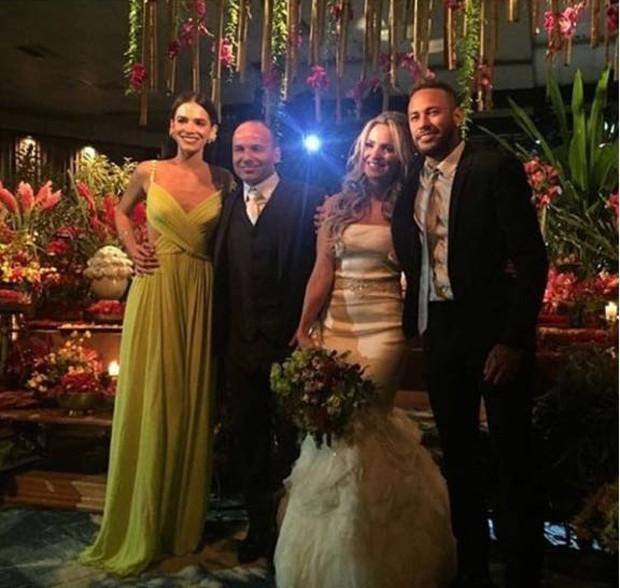 Bruna Marquezine e Neymar no casamento de Léo (Foto: Reprodução/Instagram)