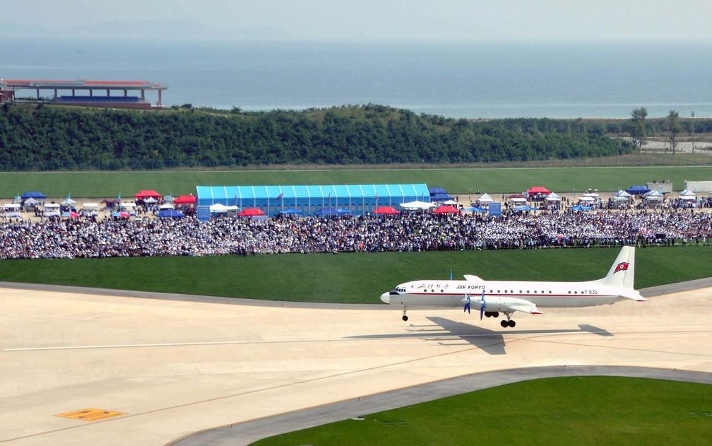 Avião é visto no Wonsan Air Festival 2016, em foto não datada divulgada pela agência KCNA em setembro de 2016 (Foto: KCNA/via Reuters )